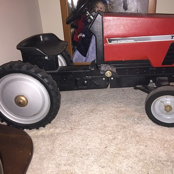 Case international pedal tractor - Toys