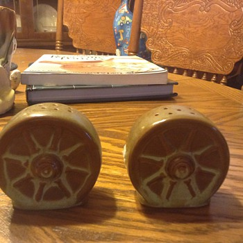Frankoma wheel salt and pepper set