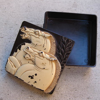 1950's plastic trinket box from Hickok - Accessories