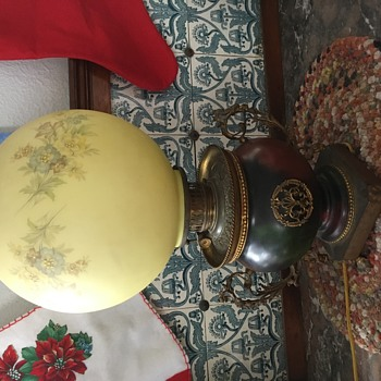 Beautiful Whale oil parlor lamp