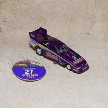 Johnny Lightning Playing Mantis Otter Pops Funny Car - Model Cars