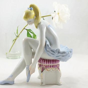 """Ballerina"" porcelain figurine by Oksana Zhnikrup 1931-1993/Jeff Koons Art Scandal - Figurines"