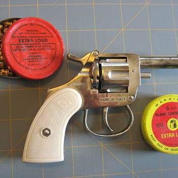 Mondial Model 1960 starter/blank pistol
