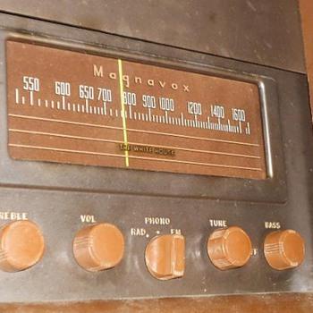 1947 Magnavox Duette Radio & Phonograph -  Radio Still Works!