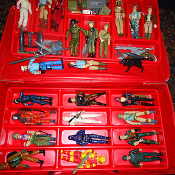 G.I. Joe Collectors case with 24 G.I. Joe figures and accesories - Toys