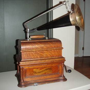 Columbia Graphophone Cylinder Player - Records
