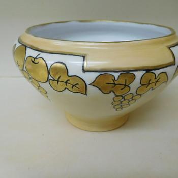 1932  Fraunfelter Bowl.   Help Identify Signature  - China and Dinnerware