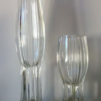 Interesting feet - early rocket vases with controlled bubbles - 1 of 2 - Art Glass