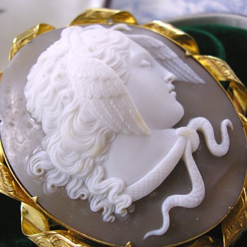 Victorian Grand Tour Master Carved Cameo Medusa High Carat Gold  - Fine Jewelry