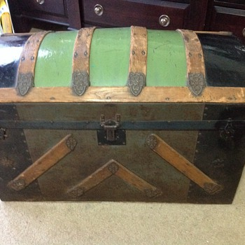 Saratoga (I think) trunk - Furniture
