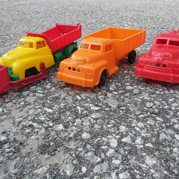 Reliable Plastics Canada. Assorted trucks from the 1950's - Model Cars