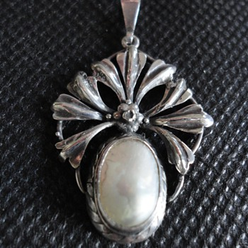 Arts & Crafts Mother of Pearl and Silver Pendant by Liberty & Co - Fine Jewelry