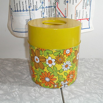 1970's  flower tin. - Kitchen