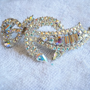 This week's  brooch finds - Costume Jewelry