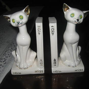 Cermic Cat Book ends. - Animals