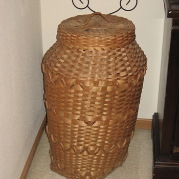 Wisconsin Winnebago or Ojibwa Basket 1940