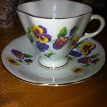 1490/52  Windsor Bone China, Pattern .....Pansies