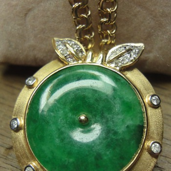 18K golden Nephrite pendant with diamonds - Fine Jewelry
