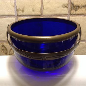 Old soul, old bowl ? - Glassware