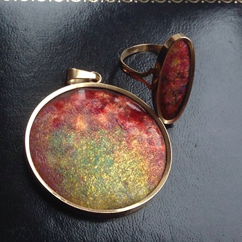 Enamelled pendant and ring