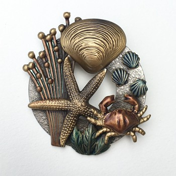 Seashore themed brooch - Costume Jewelry