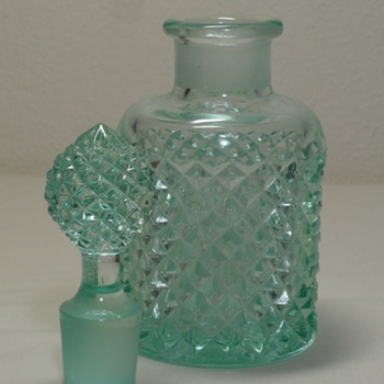 WESTMORELAND GLASS ~ 5 oz PERFUME & STOPPER ~ ENGLISH HOBNAIL~ AQUA BLUE