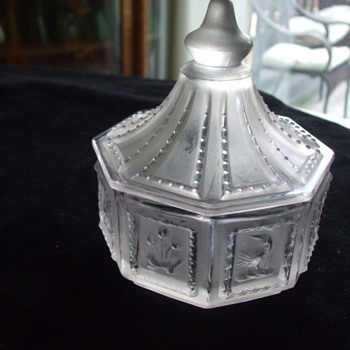 IMPERIAL GLASS CO. -SATIN CRYSTAL- BUTTERPATS SWEETS SERVER CANDY BOX