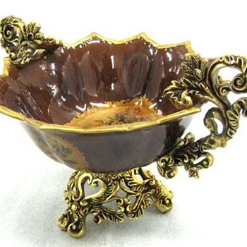 A Beautiful Centerpiece Gold Trimmed  Bowl - Kitchen