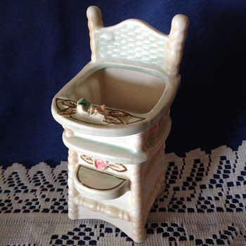 Napcoware High Chair Planter 1962 - Figurines