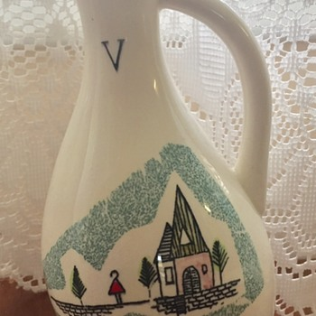 Cute little V vase Japan