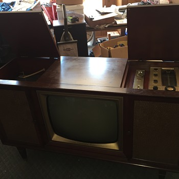 Philco TV / Radio / Record Player (What year?)