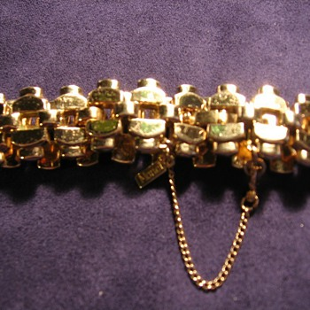 Monet 'Diana' link bracelet goldtone - Costume Jewelry
