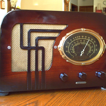 1938 DETROLA TABLE RADIO.