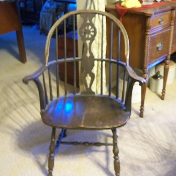 Wheel back Windsor chair