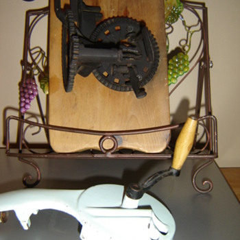 Vintage apple peeler & Bean Cutter!