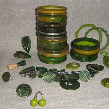 Green bakelite & lucite beuties - Costume Jewelry