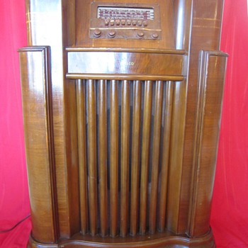 1940-1941 Model 41-285 Wooden Floor Philco Console Radio