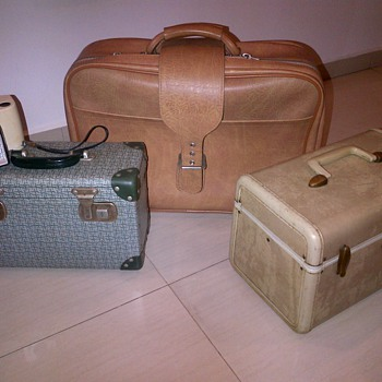 Assorted old cases - Bags