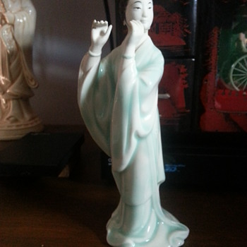 FLUTE PLAYING STATUE - Asian