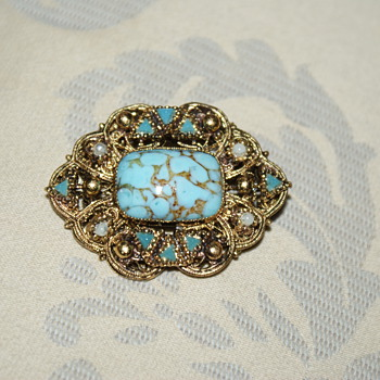 Hubbell Glass Vintage Brooch?