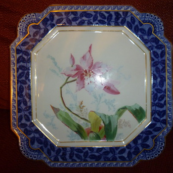 England Flow Blue?  Victorian Snapdragon plaque? - China and Dinnerware