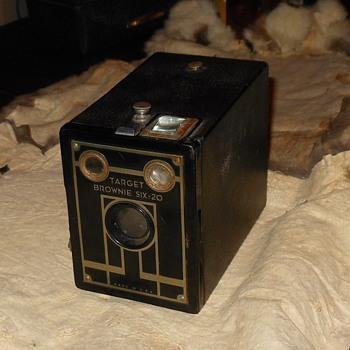 Kodak Target Brownie Six-20 Camera