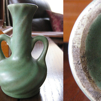 "4"" matte green vase - Art Pottery"