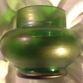 Kralik (green satin finish?) Iridescent posy bowl c.1900 - Art Glass