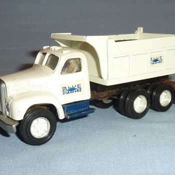 Small Scale Smith Miller Blue Diamond Trucks - Model Cars