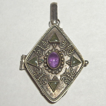 Vintage Asian Ornate Sterling Amethyst Jade Stone Locket