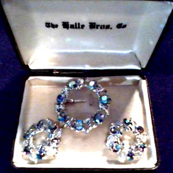 "Weiss 3 Piece ""Aurora Borealis"" Brooch Set /Original ""Halle Bros. Co."" Box/Circa 1950's-60's - Costume Jewelry"