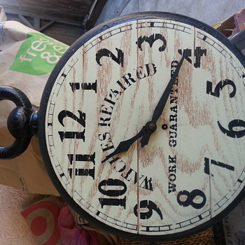 Clock my mom gave me she found in garbage bag - Clocks