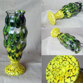 "Kralik WAVE with spots...... 10"" tall - Art Glass"