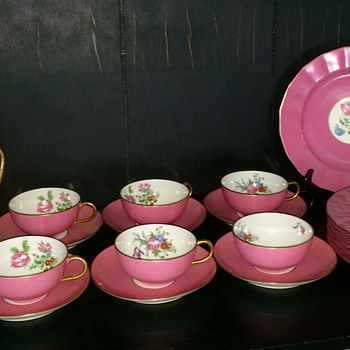 "T&V Limoges ""La Cloche"" pattern luncheon set"